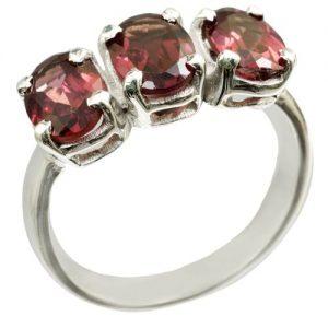 A Garnet stone ring